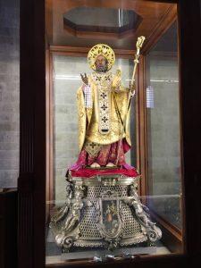 statuia care se scoate pe marerefacuta