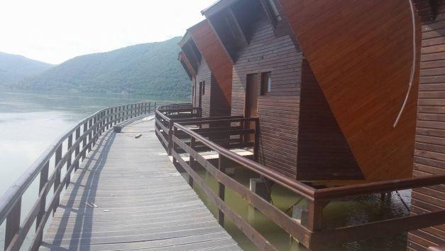 primul-hotel-plutitor-din-romania-03
