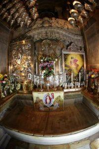 mormintul sfint, interior r