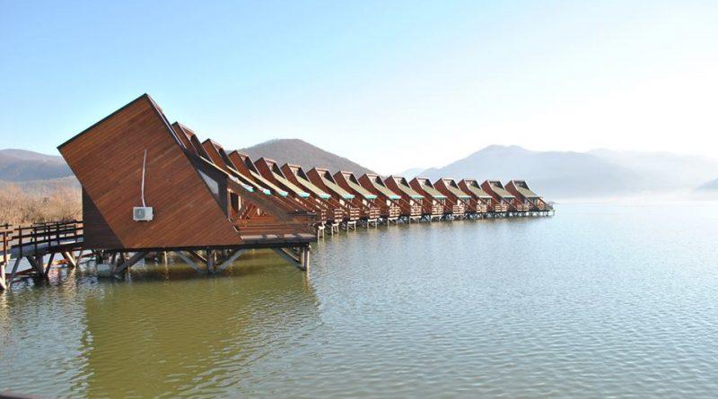 satul plutitor