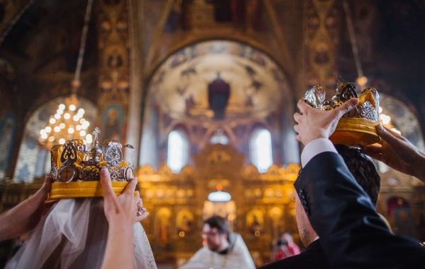 cununie-religioasa-miri-nunta-biserica-600x400-600x381