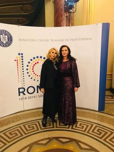 Clara Rotescu si Natalia Intontero (Ministru- Ministerul Romanilor de Pretutindeni)