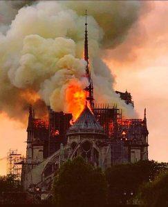 catedrala in flacari, notre dame, paris, coroana iisus, salvata