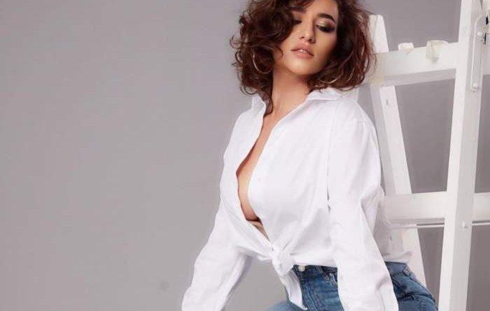 Claudia Pătrășcanu, ipostaze provocatoare pe internet